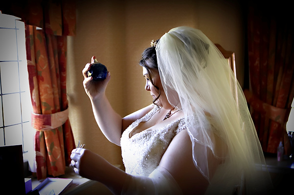 getting ready for her wedding at the cragwood hotel by derwent photography