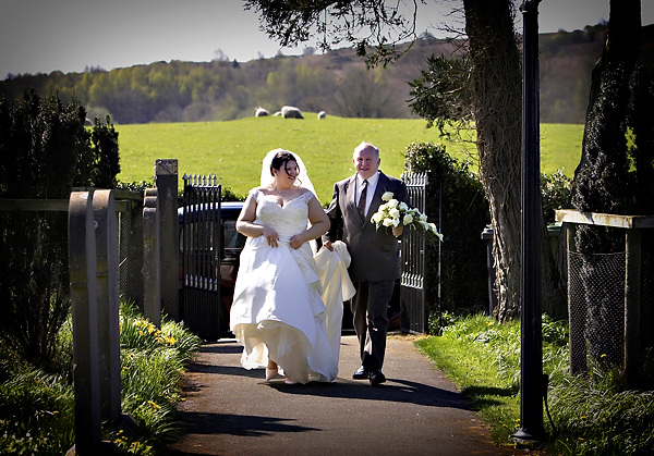 bride and her father arrive for the wedding, by derwent photography