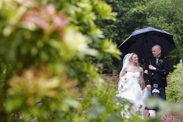 wedding at comlongon castle in the rain